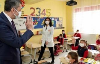 """Milli Eğitim Bakanı Ziya Selçuk: """"(Okulların açılması ya da sınav yapılması) Çok yüksek riskli olan bir şehirde ilin hıfzıssıhha kurulu, sayın valilerin gözetiminde o ille ilgili özel kararlar verebilir."""""""