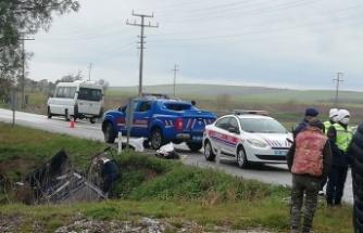 Balıkesir'de su kanalına devrilen otomobildeki 2 kişi hayatını kaybetti
