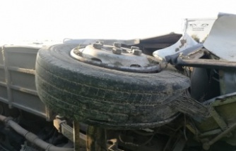 Fabrika işçilerini taşıyan otobüs devrildi: 18 yaralı