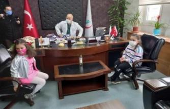 """Darıca Servet Çambol ve Barış İlkokulu'ndan  Farabi hastanesine """"Hayal Adası Projesi""""  ziyareti"""