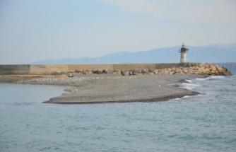 Tekirdağlı balıkçılar, derelerden gelen çakıl ve kumla dolan limanın temizlenmesini istiyor