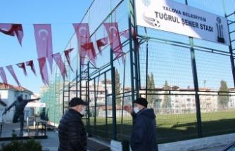 Yalova Belediyesi, Tuğrul Şener Stadı'ndaki tabelaları yeniledi