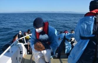 Ayvalık açıklarında Türk kara sularına geri itilen 55 sığınmacı kurtarıldı