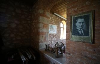 Balıkesir'de etnografya galerisine dönüştürülen eski köy okulu konuklarını geçmişe götürüyor