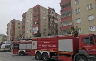Apartmanda çıkan yangında bir kişi dumandan etkilendi