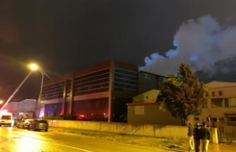 """Tekstil fabrikasında çıkan yangın """"buhar sistemiyle"""" söndürüldü"""
