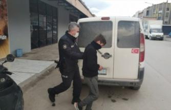 Büfeden hırsızlık yaptığı öne sürülen şüpheliyi esnaf yakaladı