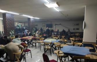 Kapalı olması gereken kahvehane ve kafeteryadaki 55 kişiye idari para cezası uygulandı