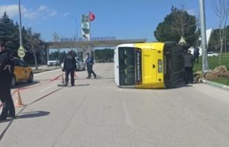 Minibüsün devrilmesi sonucu 5 kişi yaralandı