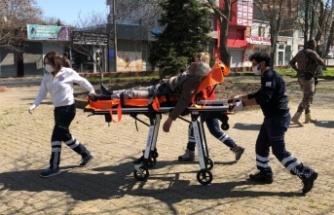 Parkta fenalaşan yaşlı adam hastaneye kaldırıldı
