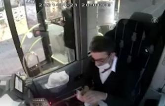 Kocaeli'de iftar yemeğini yolcusuyla paylaşan halk otobüsü şoförü konuştu: