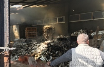 İzolasyon malzemelerinin bulunduğu depoda çıkan yangın söndürüldü
