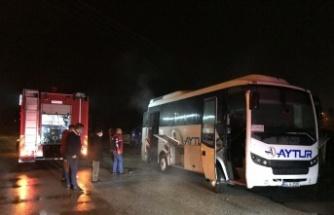 Sakarya'da personel servis aracında çıkan yangın söndürüldü