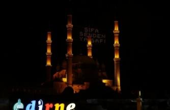 """Selimiye Camisi'ne asılan """"Şifa senden ya Şafi"""" yazısı geceyi aydınlattı"""