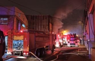 Sultangazi'de mobilya atölyesinde yangın çıktı