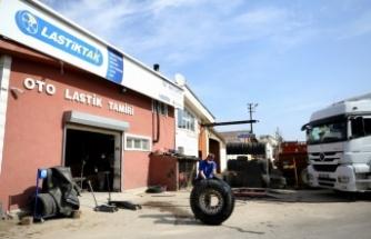 Kısıtlamadan muaf tutulan lastik tamircileri mesailerini sürdürüyor