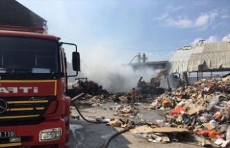 Geri dönüşüm tesisinde çıkan yangın söndürüldü