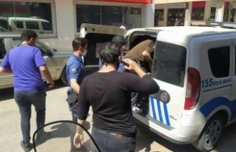 Edirne'de hırsızlık yaptığı otelin işletmecisi tarafından yakalanan şüpheli polise teslim edildi