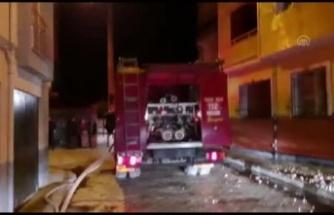 Evde çıkan yangında 2 kişi dumandan etkilendi