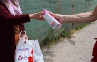 İzmit Belediyesi çocuklara   süt desteğini  sürdürüyor