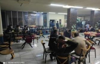 Kapalı olması gereken kafeteryadaki 25 kişiye idari para cezası uygulandı