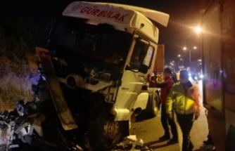 Çayırova'da 3 tırın karıştığı kazada bir sürücü yaralandı