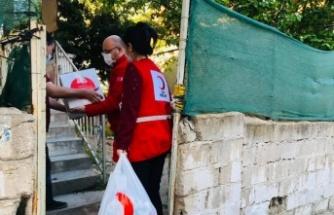 Türk Kızılayı Kırklareli'nde ihtiyaç sahibi ailelere gıda kolisi dağıttı