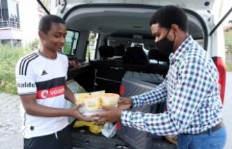 Yedirenk Uluslararası Öğrenci Derneği, ramazanda Sakarya'daki misafir öğrencilere yalnızlık hissettirmiyor