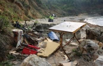 Sardala'daki plaj temizliğinde şaşırtan görüntüler