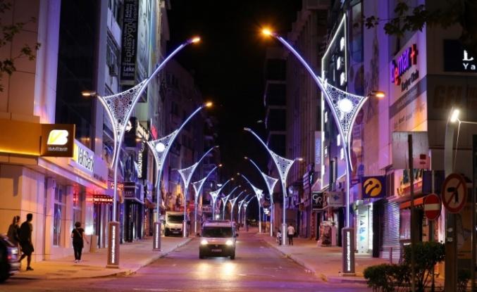 Alemdar Caddesi ışıl ışıl oldu