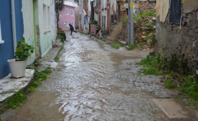 Şiddetli yağış ve lodos etkili oldu