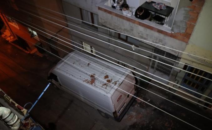 Lodosun etkisiyle bir evin çatısı uçtu