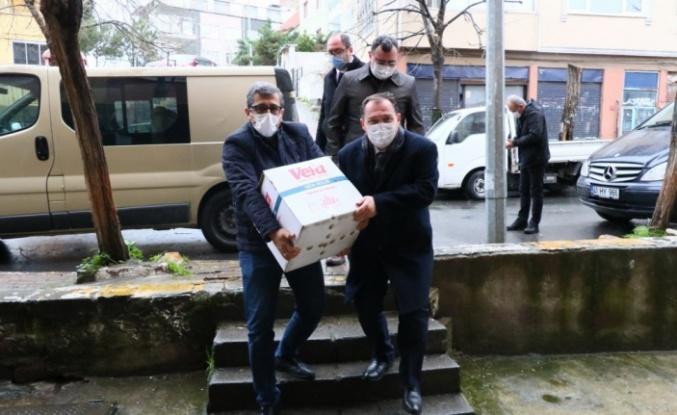 Eyüpsultan'da ihtiyaç sahibi ailelere gıda kolisi dağıtıldı