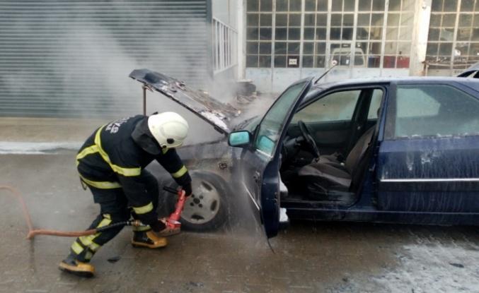 Seyir halindeyken yanan araç kullanılamaz hale geldi