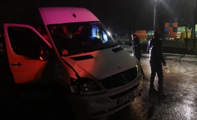 Gebze'de yolun karşısına geçmek isterken işçi servisinin çarptığı Özbekistan uyruklu kadın yaralandı