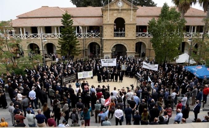 Kıbrıs'ta avukatlar eylemde