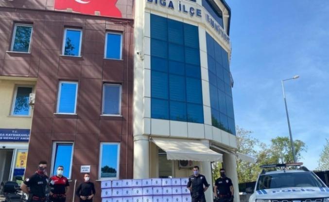 Biga'da polislerden ihtiyaç sahiplerine ramazan yardımı