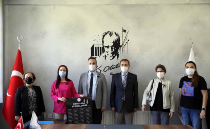 Eczacılar koronavirüs aşısında patentin kaldırılması çağrısında bulundu