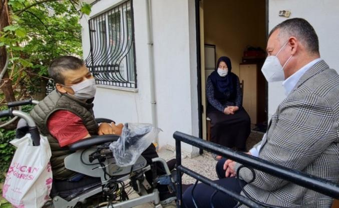 Büyükakın'dan serebral palsi hastası engelliye sürpriz ziyaret