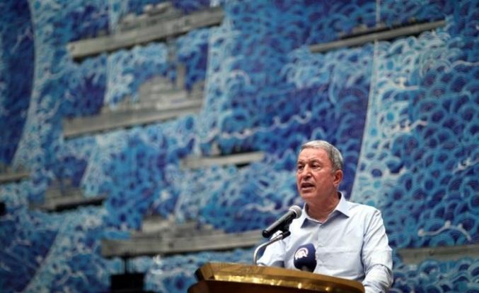 Milli Savunma Bakanı Akar, Gölcük Donanma Komutanlığında leventlerle iftar yaptı