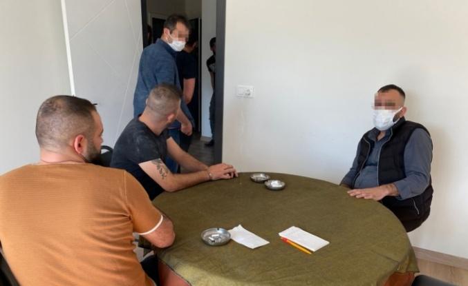 Kumar oynayan ve Kovid-19 tedbirlerini ihlal eden 14 kişiye para cezası uygulandı