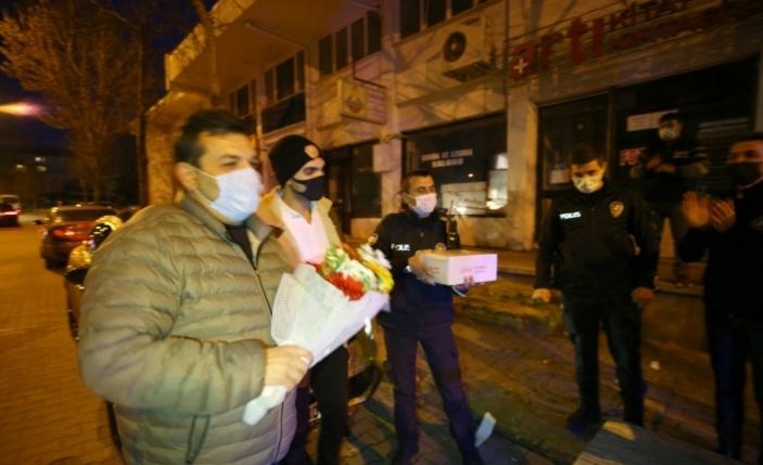 Kavga ihbarına giden polis ekiplerine sürpriz kutlama