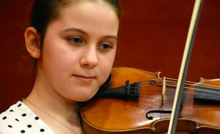 Konservatuarın 11 yaşındaki öğrencisi Elif yeteneğiyle gelecek için umut veriyor