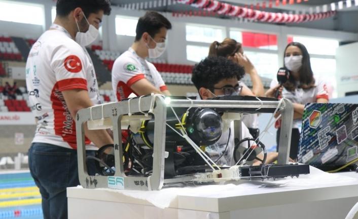 Kılavuz öğrenciler, insansız su altı aracıyla TEKNOFEST'te yarıştı