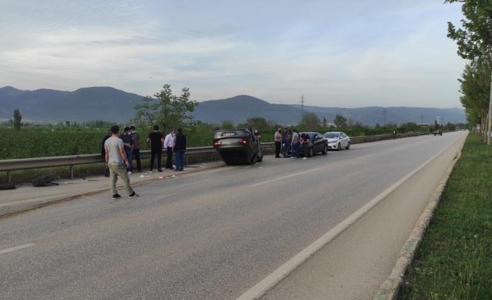 Aydınlatma direğine çarpan otomobildeki 1 kişi yaralandı
