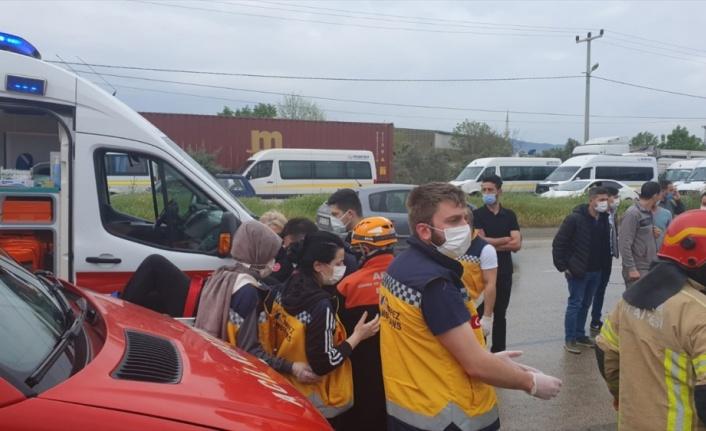 İşçileri taşıyan servis aracı devrildi: 1 kişi öldü, 20 kişi yaralandı