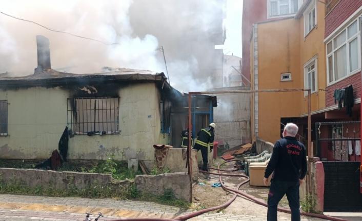 Gebze''de Suriyeli ailenin kaldığı evde çıkan yangını itfaiye söndürdü