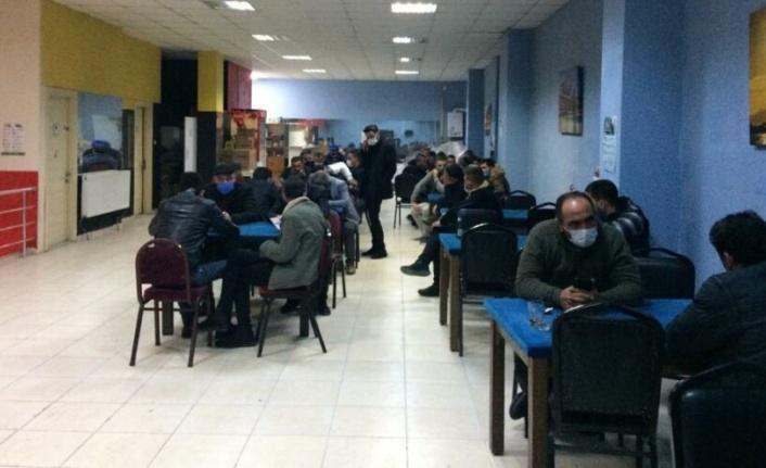 Kumar oynayan 2'si muhtar 10 kişiye 49 bin 100 lira ceza uygulandı