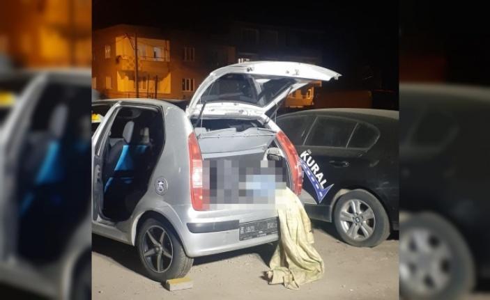 Park halindeki otomobilin bagajında erkek cesedi bulundu