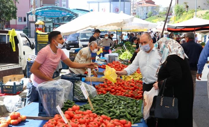 Vatandaşlar Kovid-19 tedbirleriyle pazarlara alınıyor